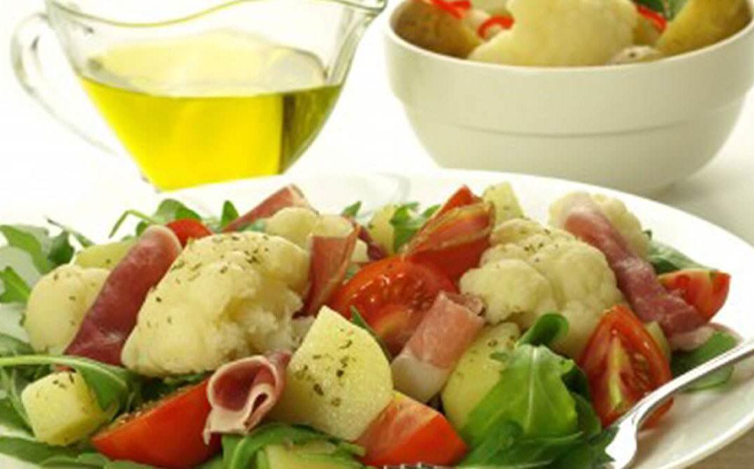 Ensalada de jamón serrano con coliflor