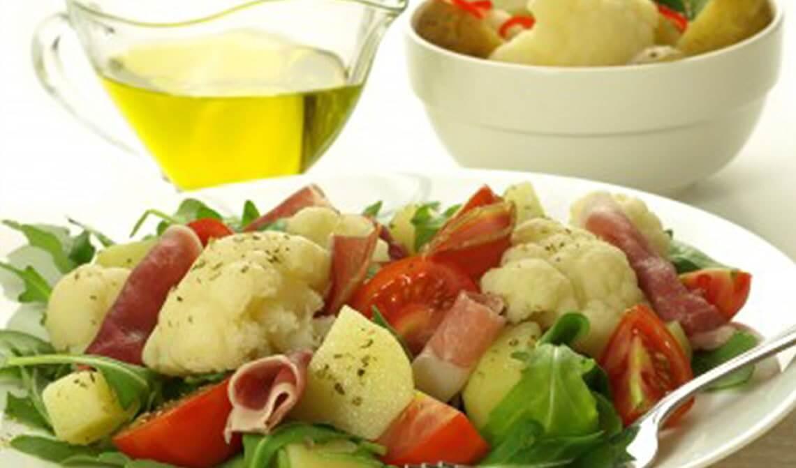 ensalada-de-jamón-serrano-con-coliflor