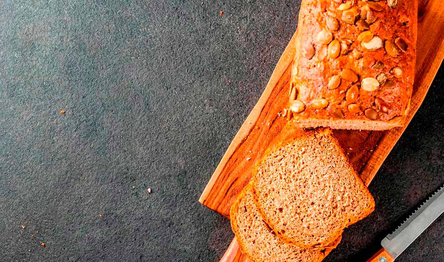 Pan con espelta integral y pipas de calabaza