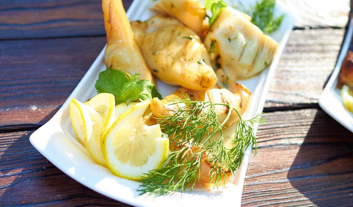 Calamares rellenos de langostinos y jamón ibérico