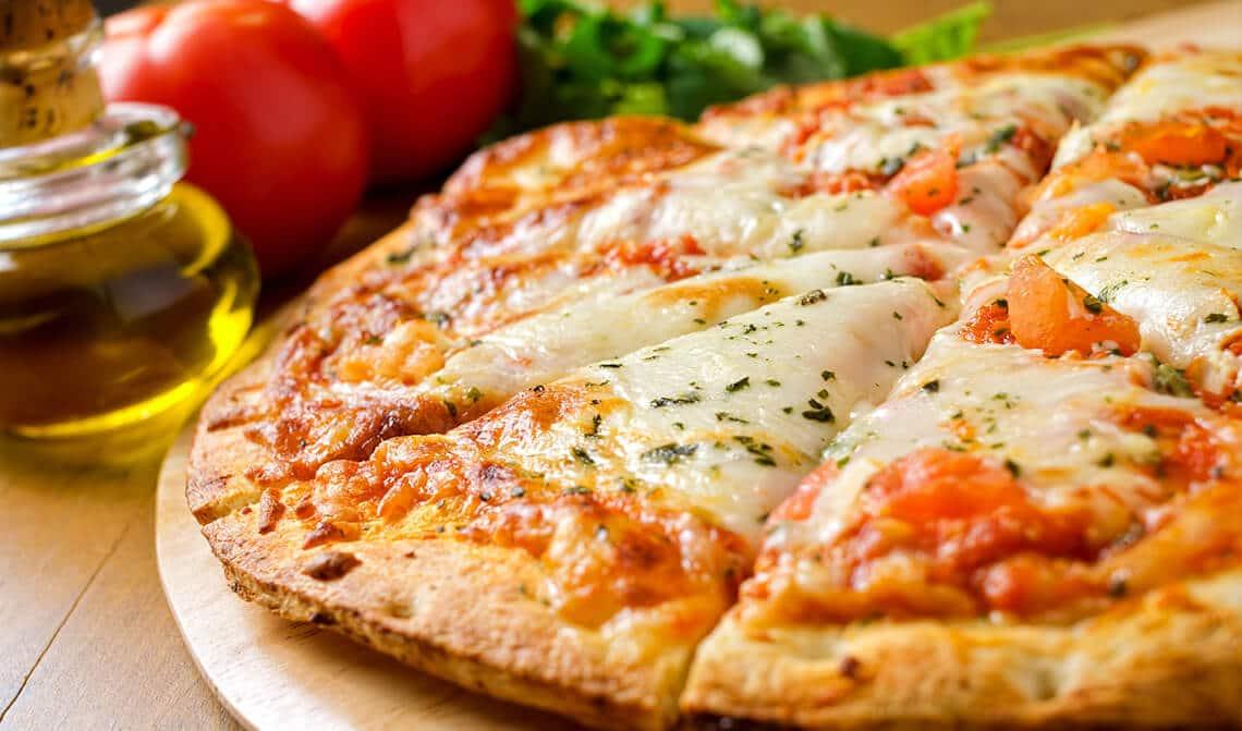 Pizza con tomate